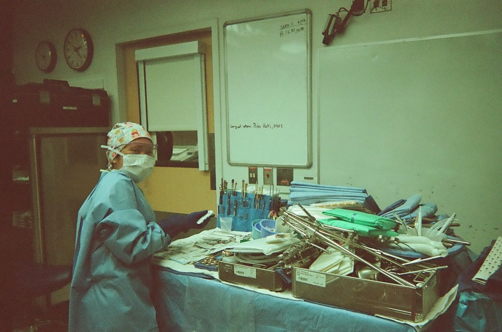 04_Nurse_with_Surgical_Instruments